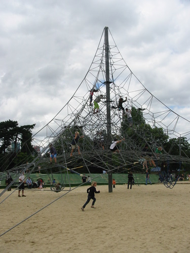 Climbing structure at the Jardin d'Acclimatation