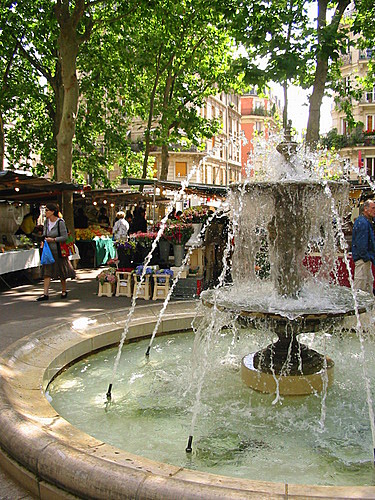 Fountain in the Place Monge