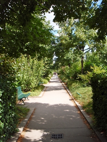 An urban hike on the Promenade Plantée