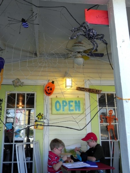 Halloween decorations at the Heavenly Biscuit