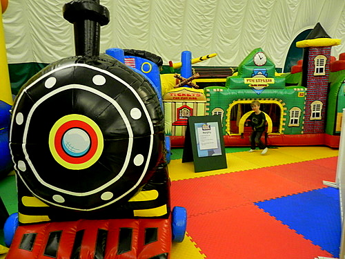 Train, Smuggs Funzone