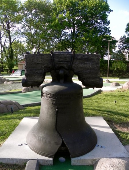 Mini golf in Franklin Square: The last hole is the Liberty Bell