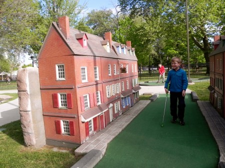 Philadelphia mini golf in Franklin Square includes Elfreth's Alley