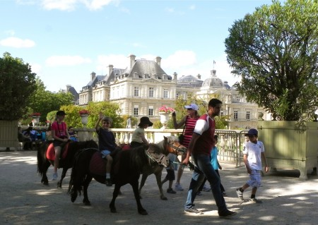 Pony ride in le Jardin du Luxembourg.