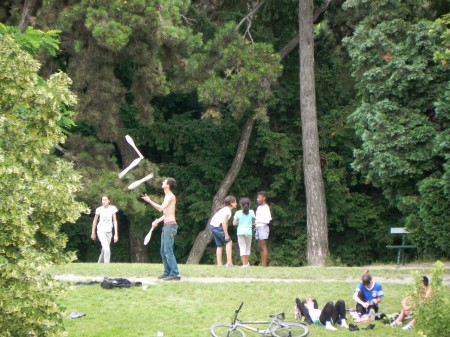 I'd never seen a juggler in a French park before