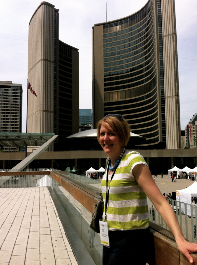 City Hall in Toronto looks a lot like a flying saucer.