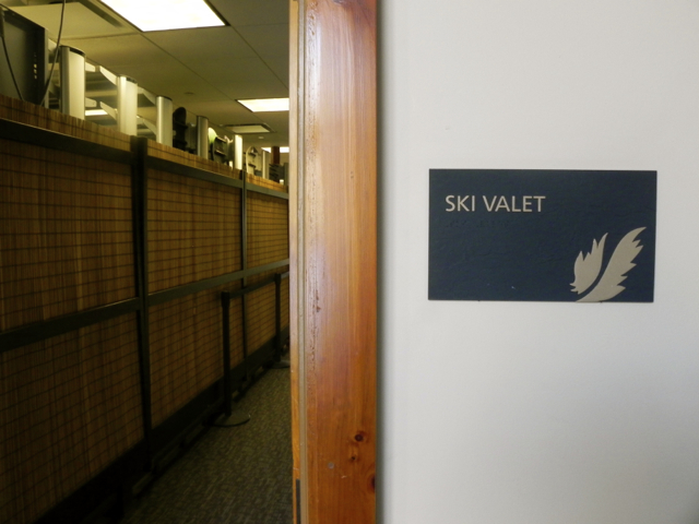 towe Mountain Lodge ski valet