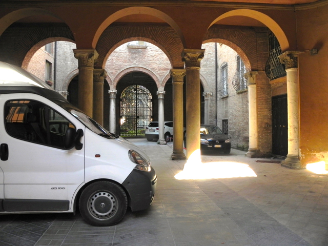 Italy with kids - Ferrara parking